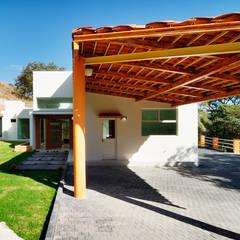residencia Chapultepec: Casas de estilo  por Excelencia en Diseño, Moderno Hierro/Acero
