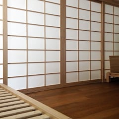 Interno camera da letto: Camera da letto in stile in stile Asiatico di Arpel