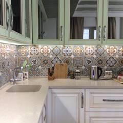 Кухня/столовая/гостиная в провансе : Кухни в . Автор – DS Fresco