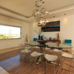 Moradia Algarve 2012: Salas de jantar  por Atelier  Ana Leonor Rocha