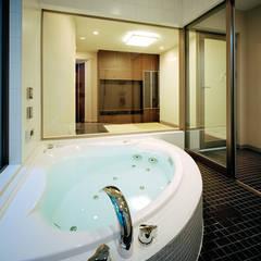 ヨットをイメージした地下付RC住宅: JPホーム株式会社が手掛けた浴室です。