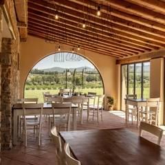 Locanda dell'Aioncino -osteria: Gastronomia in stile  di Silvia Becuzzi Architetto