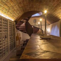 Locanda dell'Aioncino -  cantina prosciutteria: Gastronomia in stile  di Silvia Becuzzi Architetto