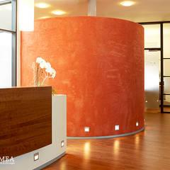 Volimea Wandbeschichtungen - exklusiver Wandspachtel aus Kalk-Marmorputz:  Flur & Diele von Volimea GmbH & Cie KG
