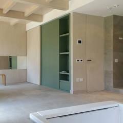 Area spa con arredo della zona relax: Spa in stile  di Stefano Zaghini Architetto