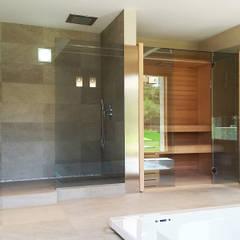 Area spa con cabina sauna e bagno turco di Effegibi: Spa in stile  di Stefano Zaghini Architetto