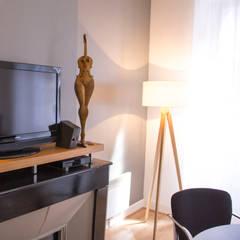 Bureaux MF : Bureaux de style  par Atelier Waouh !