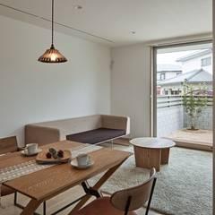 CLAIR KORAKUEN: toki Architect design officeが手掛けたリビングです。