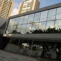 Projeto comercial: Edifícios comerciais  por Patrícia Diniz- arquitetura & interiores
