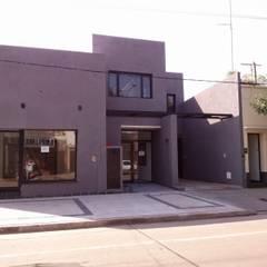 Fachada sobre Maipu I: Oficinas y Tiendas de estilo  por Patricio Galland Arquitectura