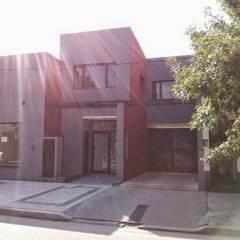 Fachada sobre Maipu II: Oficinas y Tiendas de estilo  por Patricio Galland Arquitectura