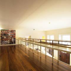 Wine Bar e Sala de Provas Locais de eventos minimalistas por Atelier 405 \ 405 architects Minimalista Ferro/Aço