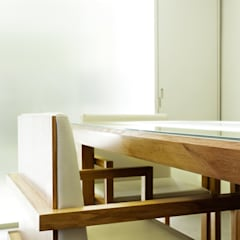 Wine Bar e Sala de Provas Locais de eventos minimalistas por Atelier 405 \ 405 architects Minimalista Madeira maciça Multicolor