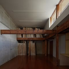 仕事部屋(アトリエ): 一級建築士事務所 こよりが手掛けた書斎です。