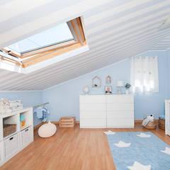 Quarto de bebé: Quartos de criança  por This Little Room