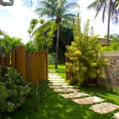 Garden by Tânia Póvoa Arquitetura e Decoração, Tropical Engineered Wood Transparent