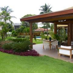 VARANDA : Casas  por Tânia Póvoa Arquitetura e Decoração