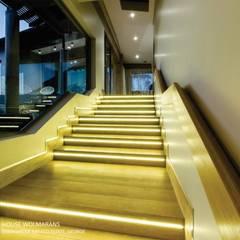 House Wolmarans:  Corridor & hallway by Coetzee Alberts Architects, Modern