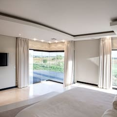 Residence Calaca:  Bedroom by FRANCOIS MARAIS ARCHITECTS