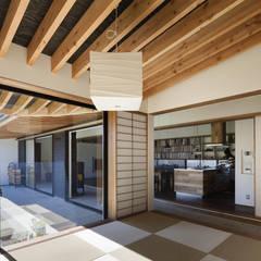 解放感と落着きのある和室: 根來宏典建築研究所が手掛けた和室です。