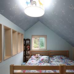 봉상리 주택: 위드하임의  침실,한옥