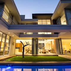 Residence Naidoo:  Pool by FRANCOIS MARAIS ARCHITECTS,