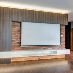 Z motywem cegły: styl , w kategorii Salon zaprojektowany przez Perfect Space