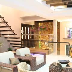 Tropical Retreat | SEMI-DETACHED:  Living room by Design Spirits