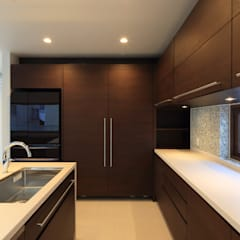 NResidence: ヒココニシアーキテクチュア株式会社が手掛けたキッチンです。