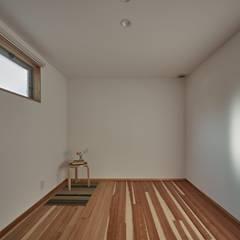 校舎がみえる小さな家: toki Architect design officeが手掛けた寝室です。