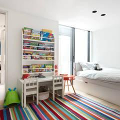 HOLLAND PARK Scandinavian style bedroom by Landmass London Scandinavian