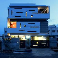 UMA GOPINATH RESIDENCE:  Houses by Muraliarchitects