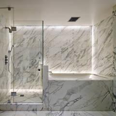 Richman Duplex Apartment, New York:  Bathroom by Lilian H. Weinreich Architects