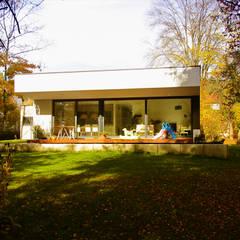 Barrierefreies Wohnen:  Terrasse von plusEnergieArchitektur