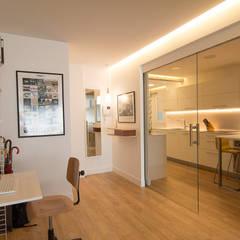 Reforma integral en Donostia / San Sebastián: Ventanas de estilo  de Apal Estudio