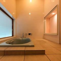 休日のための家: あーきす建築設計室が手掛けたスパ・サウナです。