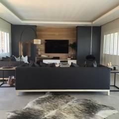 Simbithi Eco Estate:  Living room by Margaret Berichon Design,