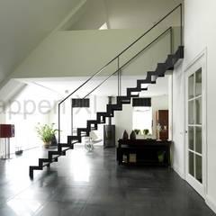 Prachtige design trappen geplaatst in Drenthe.:  Exhibitieruimten door TrappenXL