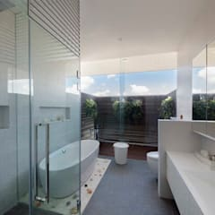FRANKEL STREET: modern Bathroom by Eightytwo Pte Ltd