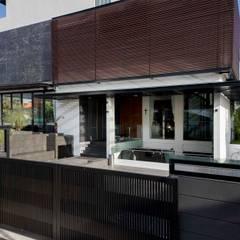 FRANKEL STREET:  Houses by Eightytwo Pte Ltd