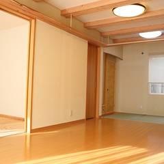 「竜骨の家」: 円満字建築事務所が手掛けた壁です。,