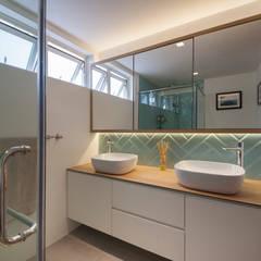 COSTA DEL SOL:  Bathroom by Eightytwo Pte Ltd,Scandinavian