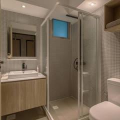 PARKLAND RESIDENCES:  Bathroom by Eightytwo Pte Ltd,Scandinavian