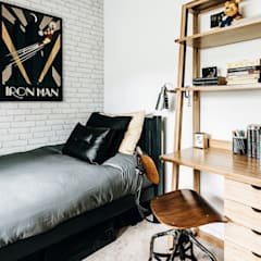 Industrial Bedroom:  Bedroom by Katie Malik Interiors