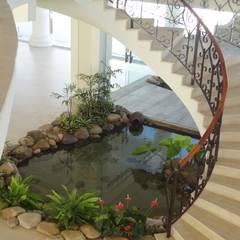 Projeto Lago Chandelier: Jardins  por Agua Viva Lagos e Paisagismo