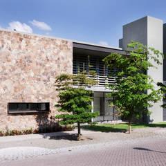 Дома в . Автор – VMArquitectura, Модерн Бетон