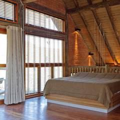 Bedroom by SCALI & MENDES ARQUITETURA SUSTENTAVEL, Rustic