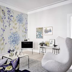 Violet Flowers:  Living room by Pixers