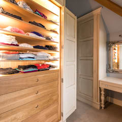 Bespoke hand Painted dressing room:  Dressing room by Buscott Woodworking Ltd