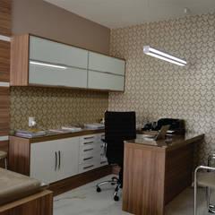 عيادات طبية تنفيذ Márcia Lanna Arquitetura e Interiores